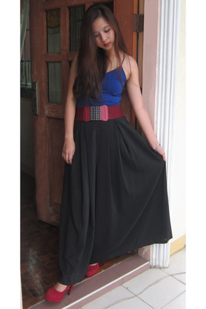 blue tank top top - ruby red belt - black maxi skirt skirt - ruby red pumps