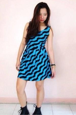 black Dr Martens boots - blue dress