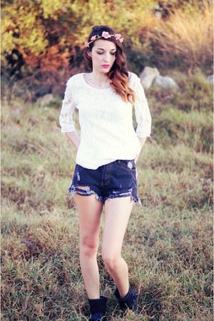dark gray xti boots - dark gray choiescom shorts - off white 6ks t-shirt