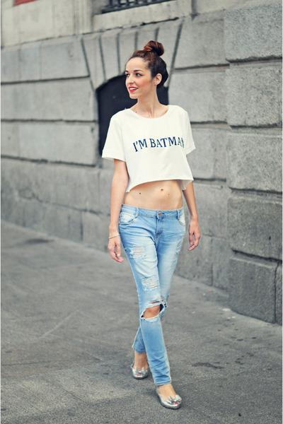white crop top VJ-style top - light blue boyfriend jeans Bershka jeans