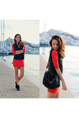 black Refresh sneakers - red Sheinsidecom dress - xti bag
