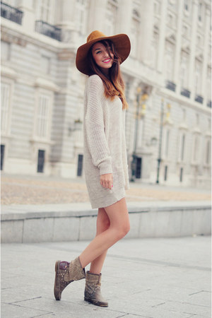 eggshell Tres sweater