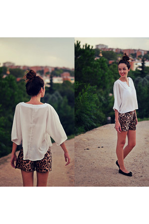 bronze animal print Choies shorts - white 6ks shirt