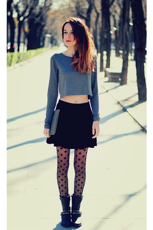 charcoal gray crop top Stradivarius top - black trendy too boots