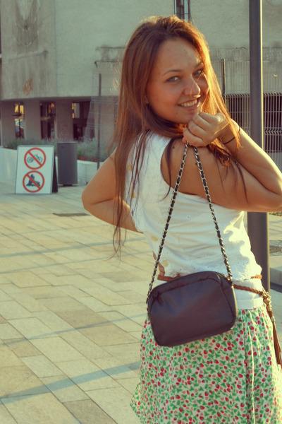 red H&M skirt - white Hennes top - cream Amisu flats - tawny New Yorker belt