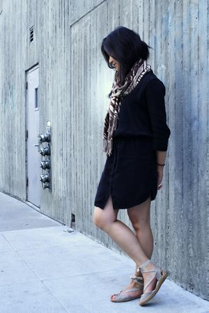black James Perse dress - beige Jeffrey Campbell shoes
