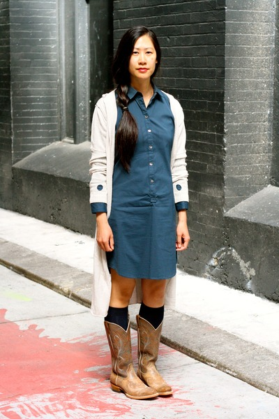 tan cowboy Ariat boots - navy Theory dress - navy GogoSocks socks