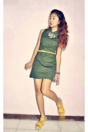 yellow Therapy wedges - dark green stripes mexx women dress - yellow SM belt