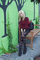black leggings - black bag - ruby red jumper