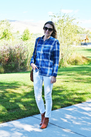 white Loft jeans - brown madewell boots - blue plaid madewell shirt