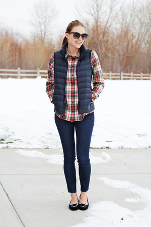 navy madewell jeans - red plaid llbean shirt - navy Uniqlo vest