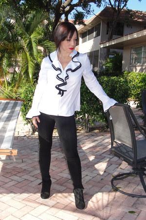 black suede Steve Madden boots - black Forever 21 leggings - off white Vintage c