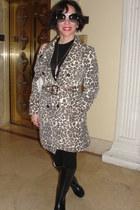 black rain boots london boots - light brown trench coat vintage coat - black H&M