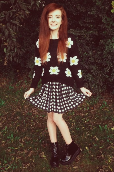 black daisy print Chictopia sweater - black wyman Jeffrey Campbell boots