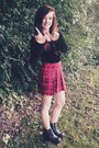 Black-chunky-zip-h-m-boots-red-pleated-plaid-h-m-skirt
