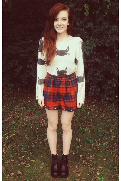 black H&M boots - Sheinside sweater - ruby red thrift shorts