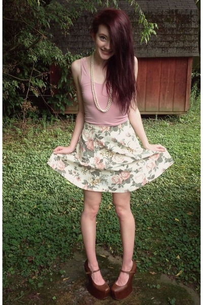 light pink basic crop tank BDG top - light pink thrifted skirt