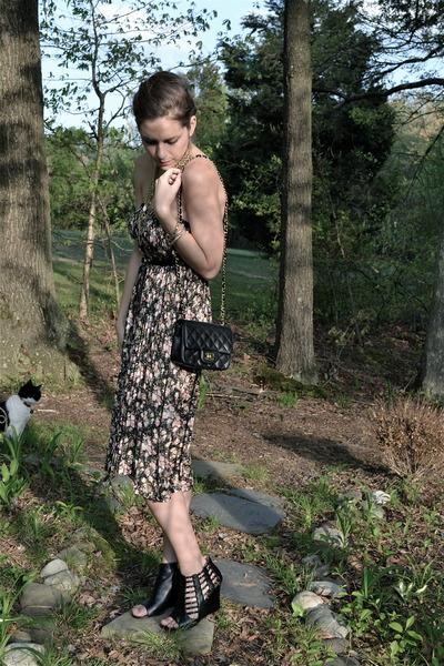 black Chanel purse - vintage skirt - black Kelsi Dagger wedges - vintage accesso