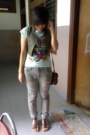 vest - - t-shirt - - accessories - - jeans - - purse - - shoes
