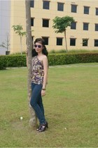 skinny jeans jeans - wayfarer sunglasses - heels - assymetrical top