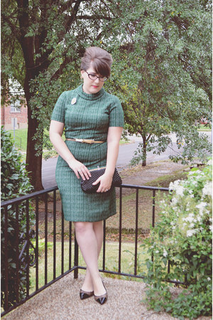 green vintage dress - brown tweed talbots heels - gold bow Old Navy belt