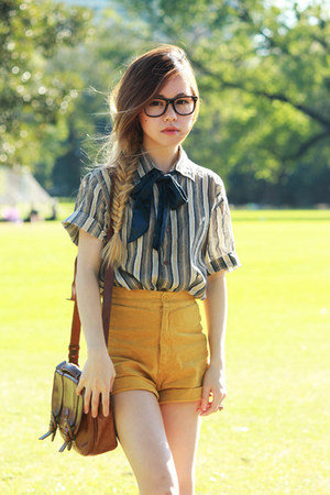 romwe shorts - boyfriends shirt - vintage bag