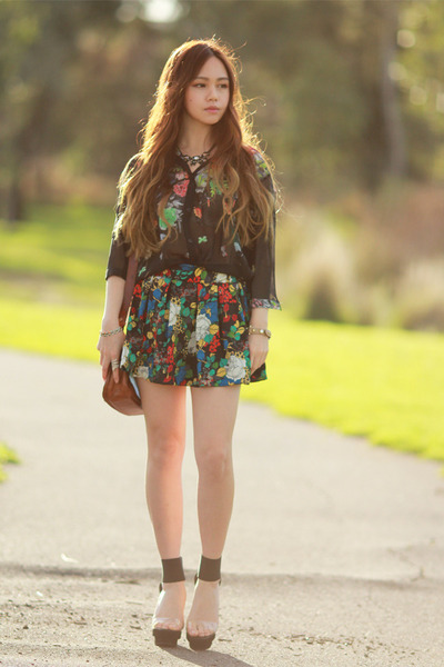 floral print romwe top - floral romwe shorts - lucite Randa heels