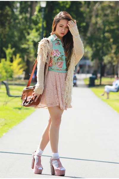 neutral lace Love skirt - leather vintage bag