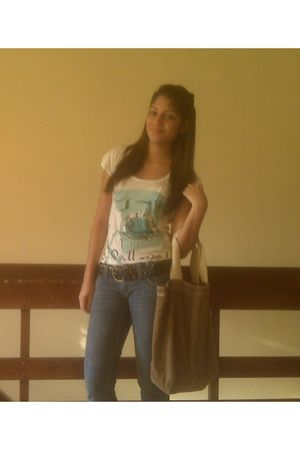 white Bershka t-shirt - blue belt - blue Levis pants - brown purse