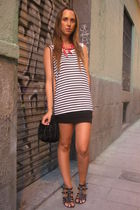 black Oysho t-shirt - black hm skirt - black Zara bag - black shoes - red vintag