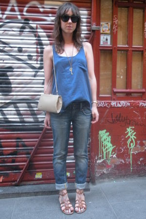 blue Oysho t-shirt - blue BLANCO jeans - beige vintage from templo de susu acces