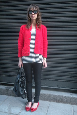 red vintage from templo de susu cardigan - white Oysho t-shirt - black hm jeans