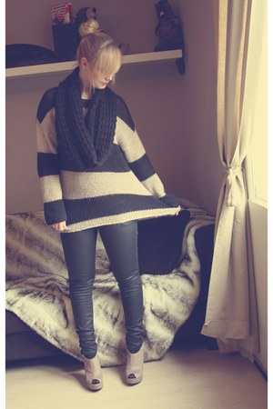 black Bershka sweater - black Primark scarf - black H&M pants - beige new look w