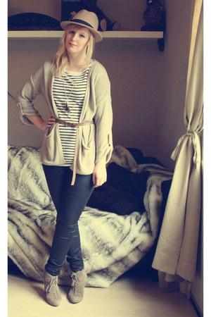 camel Topshop hat - white Vero Moda top - black H&M pants - beige Bershka cardig