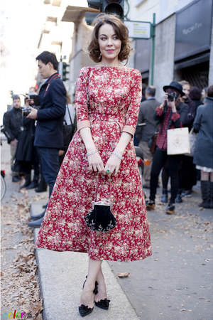 red floral print dress - black shoes