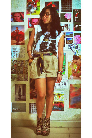 Oxygen shirt - khaki shorts - wooden bangles accessories - Leopard print wedge b