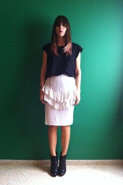 black H&M boots - ivory vintage skirt - black Zara t-shirt