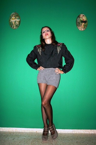 black Vtg blouse - heather gray Oysho shorts - black Calzedonia tights - charcoa
