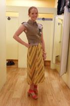 tan shirt - orange heels - yellow skirt
