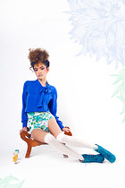 off white floral crowned bird shorts - blue bow crowned bird blouse