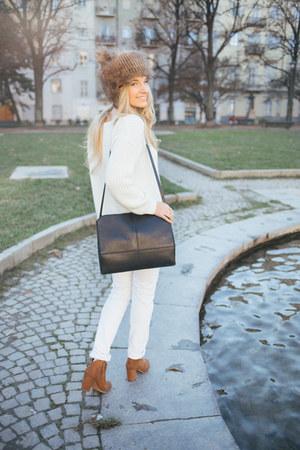 white Mango jeans - tawny suede Stradivarius boots - camel faux fur zaful hat