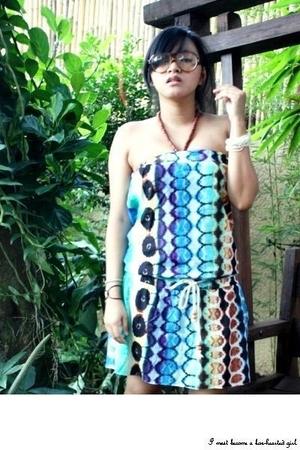 new love dress - vintage glasses - flip-flops shoes - beaded bracelet - Yabang P