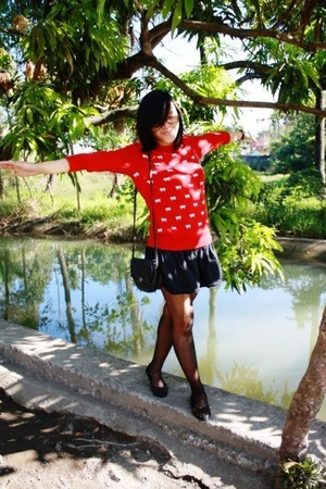 red Herbench sweater - black i forget skirt - black random stockings - black Cel