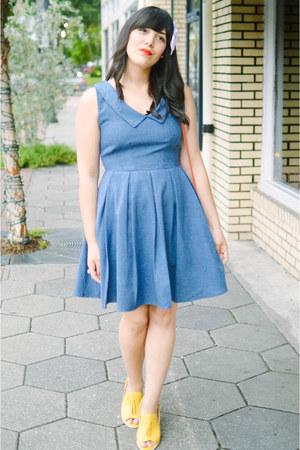modcloth purse - denim dress Apricity dress - Clarks heels