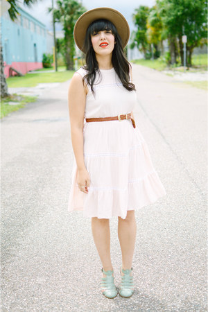 wide brim hat Forever 21 hat - Urban Outfitters dress