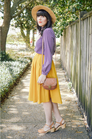 modcloth skirt - lacey sandal Swedish Hasbeens clogs