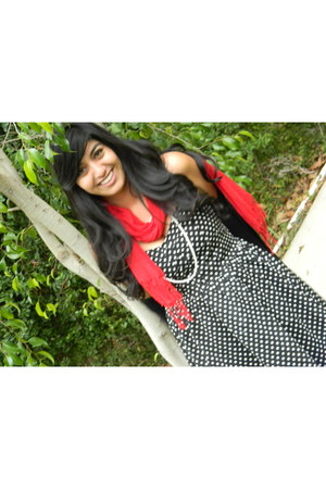 red scarf Forever21 scarf - polka dot cotton on dress - pearls no brand necklace