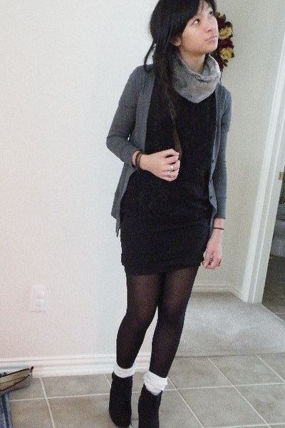 Gray Cardigans Black Shirts Black Skirts White Socks Gray Scarves | u0026quot;OMG a skunk on ur neck ...
