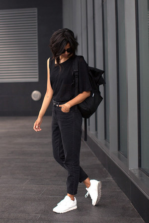 black mom Topshop jeans - white leather Reebok shoes - black backpack Ynot bag