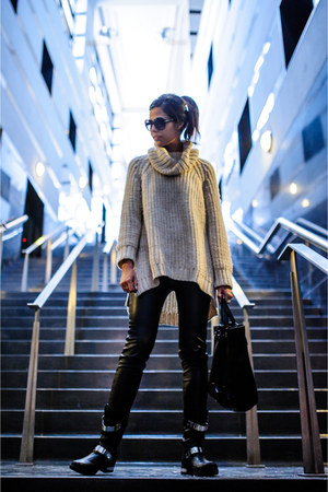 eggshell H&M sweater - black boots Aldo boots - black zipper tote Zara bag